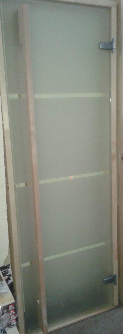 satiinruutudega uks